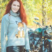 Девушка на мотоцикле Урал