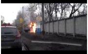 На правобережье Красноярска во время движения загорелся экскаватор