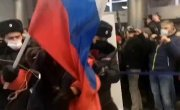 Задержание активиста с флагом