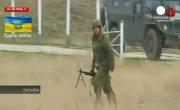 Российские военные стреляют в воздух у авиабазы в Бельбеке