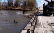 Расчистка от мусора моста в г. Чекалин после паводка.9.04.21