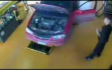 Взрыв двигателя в автомастерской