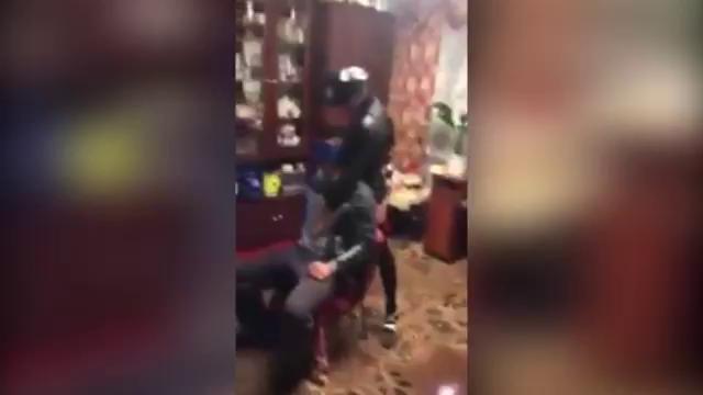 мама станцевала перед пьяным сыном стрептиз 15