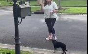 Женщина ворует почту у соседа, потому что он получает слишком много посылок