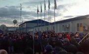 Запертые на карантин рабочие «Газпрома» устроили бунт.
