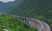 Провинция Хубэй. 200 километровая скоростная автомагистраль, соединяющая Ичан с Эньши.