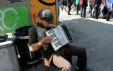 Уличный музыкант. Scott Dunbar -Tin Foil Hat