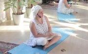 Почему кундалини-йоги много зарабытывают.
