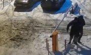 ребята возмущены незаконной установкой шлагбаума, загораживающего проезд для скорой и пожарных