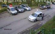 Водитель фольксвагена сбил ребёнка во дворе