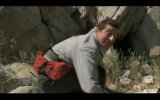 Беар Гриллс (Bear Grylls) против диких пчёл