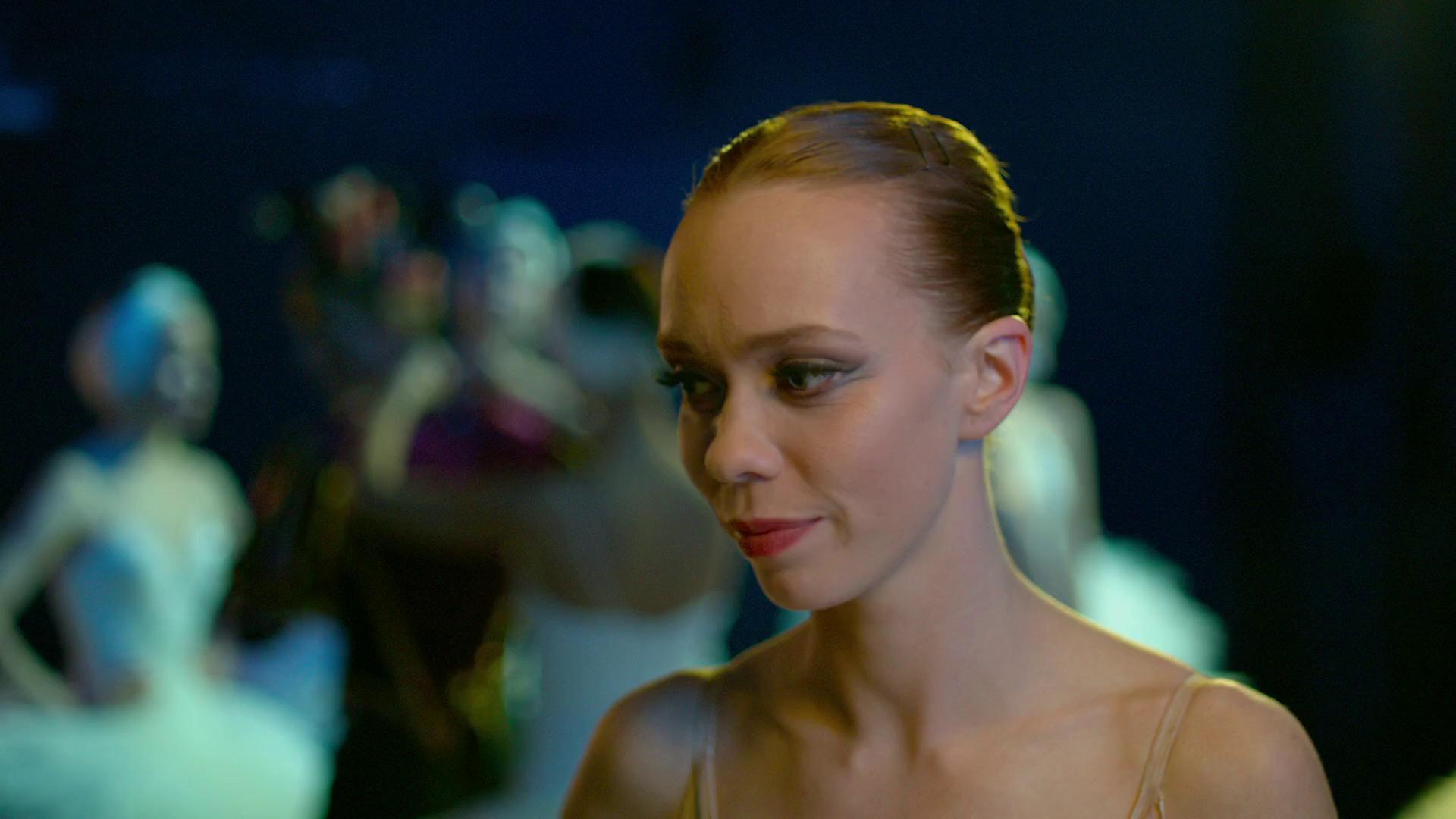 devushka-tantsuet-moyas-pod-dushem-porno-filmi
