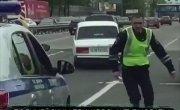 Полицейские штурмуют жигуль