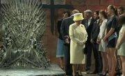 Британская королева побывала в съёмочном павильоне «Игр престолов» в Северной Ирландии