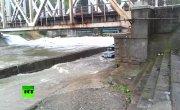 Сильный шторм в Сочи унес в море машину МВД
