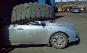 Колесо от БелАЗа упало на Тойоту