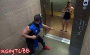 Мортал комбат в лифте) Пранк