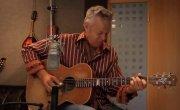 Tommy Emmanuel - Classical Gas (by Mason Williams) - Роджер исполнил ее Американском Папаше