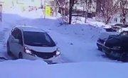 2 глыбы упали на машину