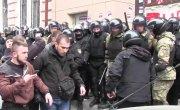 Возле «Сбербанка» в Харькове применили слезоточивый газ.. Гуляй рванина..