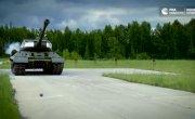 Прочность стальных шаров проверили с помощью танка, карабина и кувалды (РИА).