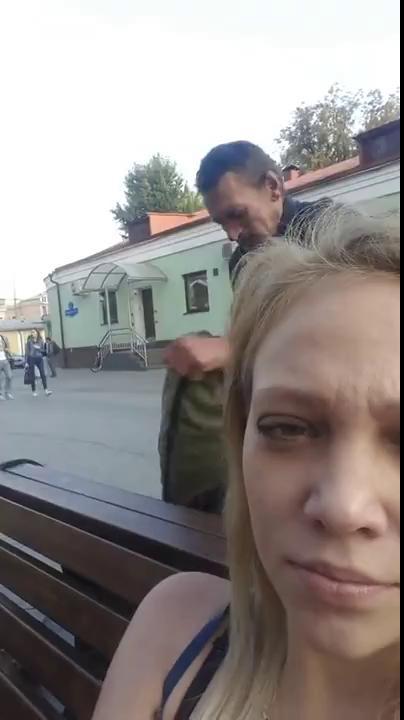 Казахстан снимал свою девушку в камеру, фото жен на улице
