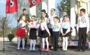 Дети встречают А.Дмитрук в Оржеві