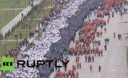 В центре Грозного прошло многотысячное шествие в честь дня рождения Владимира Путина