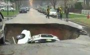 Три машины в Чикаго ушли под землю