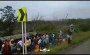 Колумбийцы захотели собрать бензин на месте ДТП, и вот почему это плохая затея...