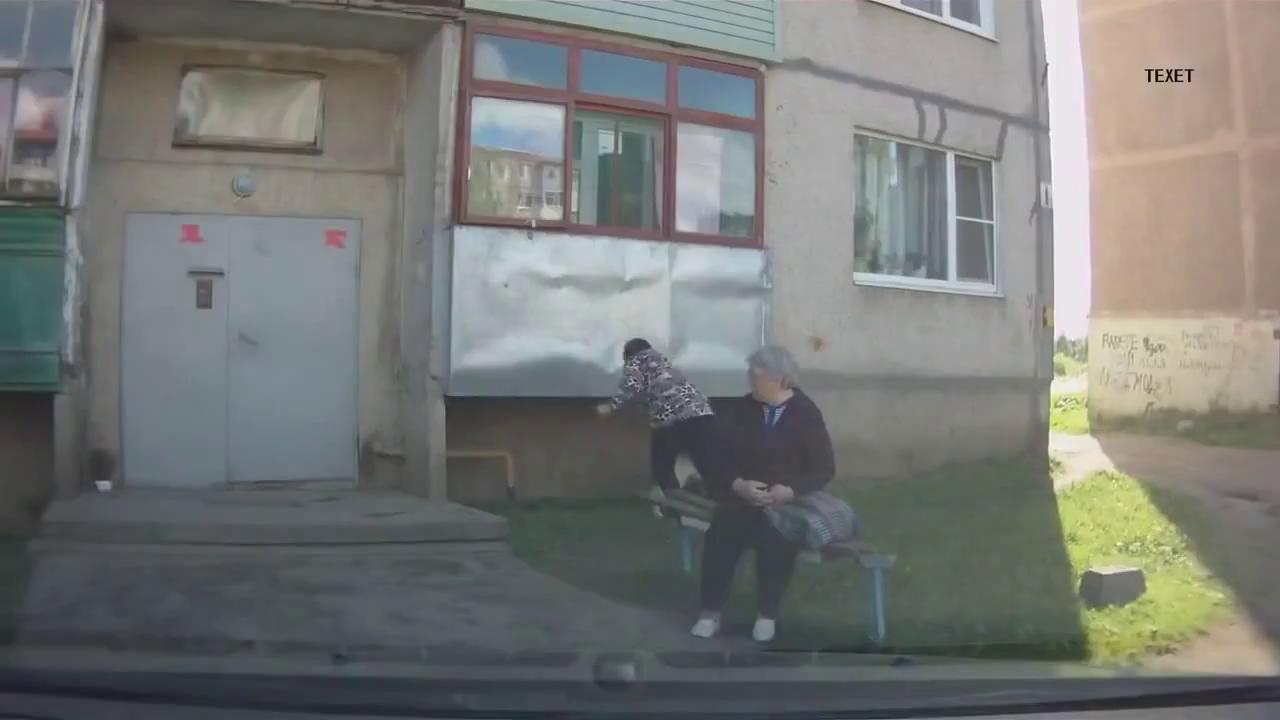 Собака об балкон хозяйку раз.ака смотреть онлайн / эпик фэйл.