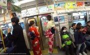 Почему к японкам пристают в метро