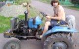Дрифт на тракторе.AVI