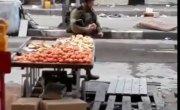 Еврей ворует цитрусовые у арабов